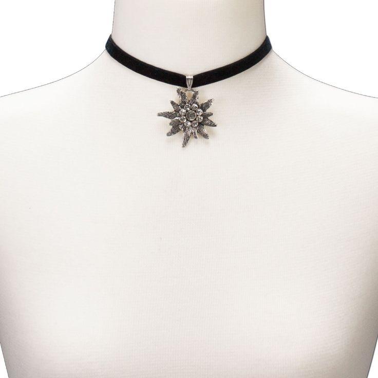 Alpenflüstern Samt-Kropfband elastisch mit Strass-Edelweiss groß (schwarz) – klassischer Damen Trachtenschmuck, Kropfkette, Dirndl-Kette, Trachtenkette und Trachtenhalskette fürs Dirndl zur Wiesn und Oktoberfest - See more at: http://juwel.florentt.com/jewelry/alpenflstern-samtkropfband-elastisch-mit-strassedelweiss-gro-schwarz-klassischer-damen-trachtenschmuck-kropfkette-dirndlkette-trachtenkette-und-trachtenhalskette-frs-dirndl-zur-wiesn-und-oktoberfest-de/