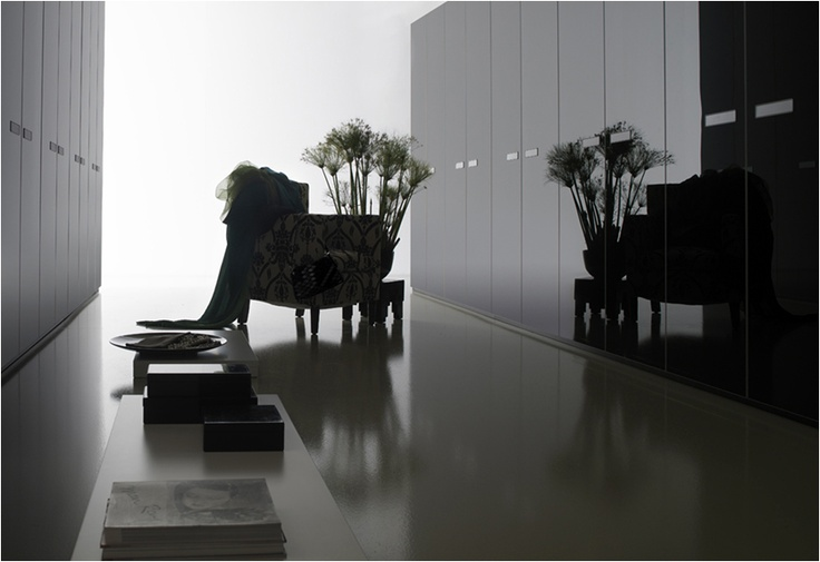 Armarios lema puerta mira muebles de dise o armarios for Lema muebles