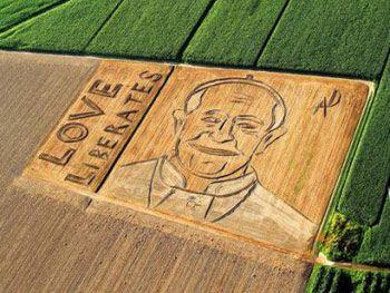 Papa Francesco 'dipinto' con un trattore