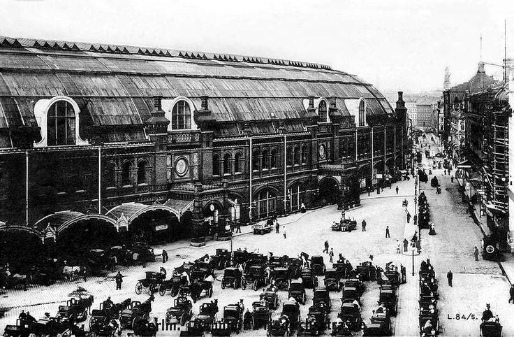 Back in the day, when Berlin's Friedrichstrasse still had a major train station. / Bahnhof Friedrichstrasse by Sammlung Winkler.