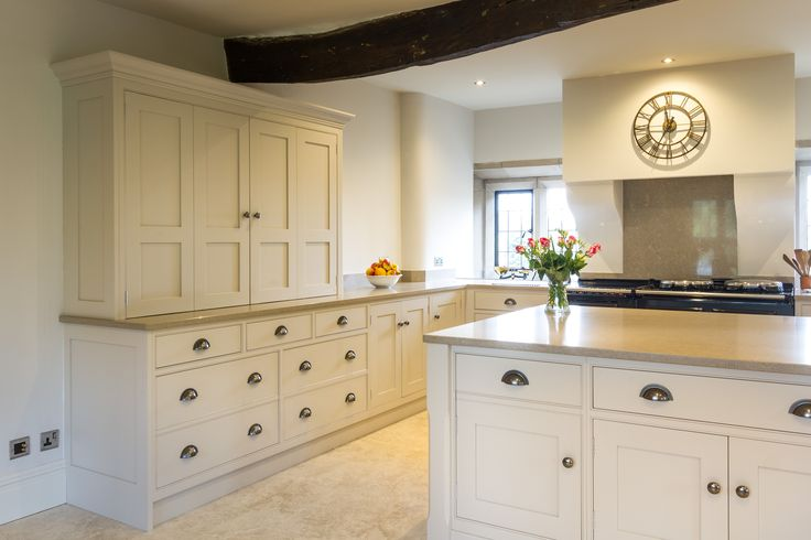 The Grantham whilst truly bespoke naturally provides extensive storage with its many drawers