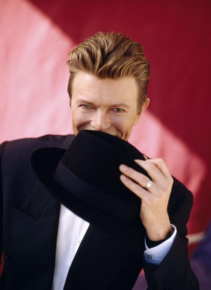 Photos and videos by David Bowie News (@davidbowie_news) | Twitter