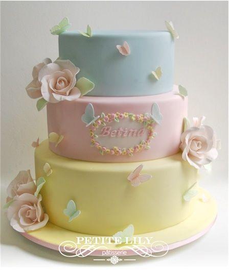 Candy color cake with sugar roses and butterflies / Bolo decorado para festa de fadas com borboletas e flores de açúcar.
