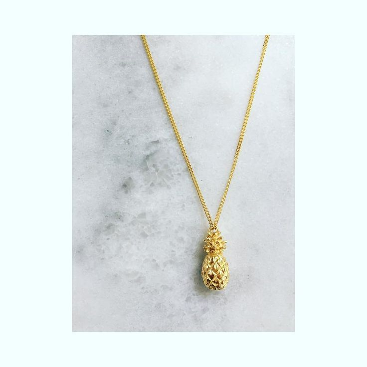 We know how popular our little pineapple necklace is with you guys So as a little 'Mothers Day Gift' to all you mamas we have popped this one into our Mothers Day Flash Sale  Order before midnight tomorrow with the coupon code Mother17 for a whopping 40% discount on this little beauty  . . . . #pineapplenecklace #pineapple #londonstyles #dresslikeamum #mothersday #flashsale #treatyourself #treatyourmum  #londonjewellerydesigner #louisewade