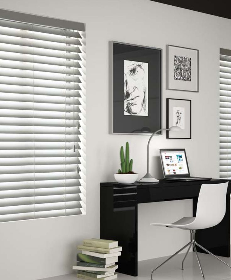 Λευκή ξύλινη περσίδα για μικρούς χώρους/ white wooden blind for small areas