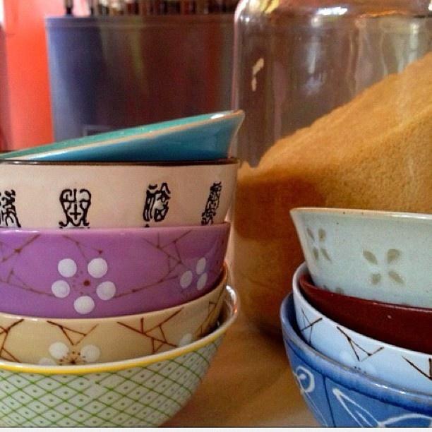 Filling sugar bowls