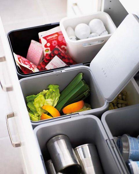ゴミ箱も引き出しにスッキリと収納できると、キッチンスペースにゴミ箱を置かずにすみ、見た目にも清潔感を感じさせますね。 分別して捨てれるよう複数のゴミ箱を用意しましょう。