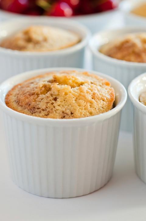 Aprenda a preparar quatro receitas de bolo de caneca light