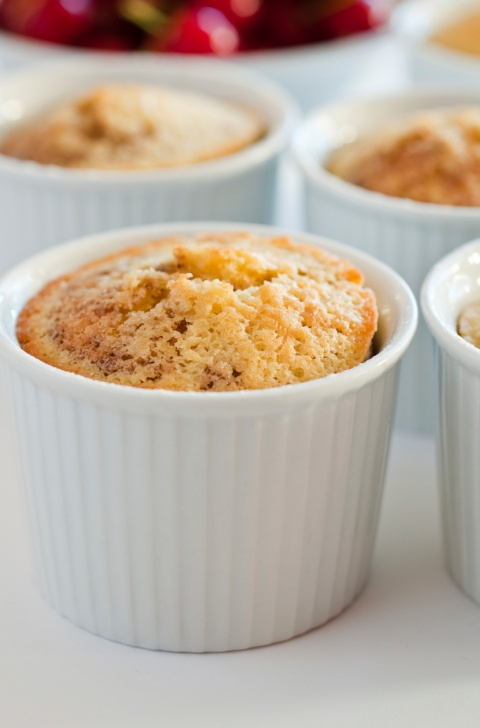 Aprenda a preparar quatro receitas de bolo de caneca light. #receitas