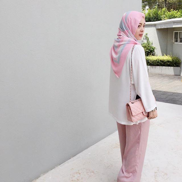 Going for sweet pastels today. (Wearing pink Kaleidoscope @duckscarves, FV BASICS kimono top and skants, all @fashionvaletcom) #fvootd #duckscarves #thekaleidoscopeduck #fvbasics