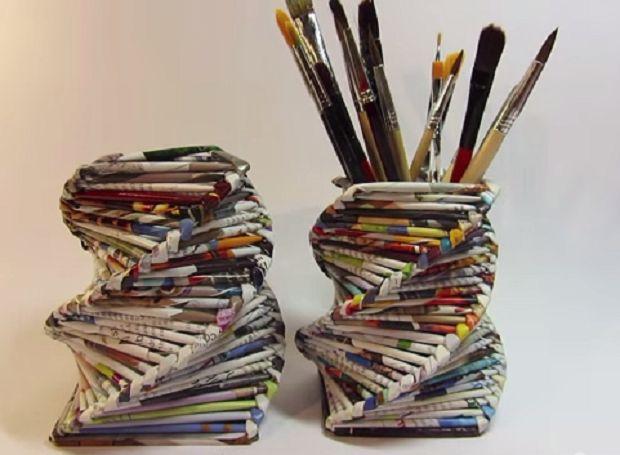 Portapenne con riviste riciclate http://www.lovediy.it/portapenne-con-riviste-riciclate/ Siete in cerca di idee per riutilizzare vecchie riviste? Eccone una: realizzare un #portapenne con #rivistericiclate!