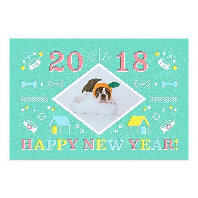 """【""""みんなで戌年賀"""" まだまだ応募受付中!】 nenga.yu-bin.jp/inunenga/  2018年は戌(いぬ)年です。愛犬のとっておきの1枚を「#みんなで戌年賀 #犬種(例:#ボストンテリア )」をつけてご投稿ください。投稿された中から素敵な作品を郵便年賀.jpの公式年賀状テンプレートに採用させていただきます。また、採用された方の中から抽せんで10名様に、投稿作品をフレーム切手にしてプレゼント! """"みんなで戌年賀""""特設サイト上では、人気作品の年賀状テンプレートや愛犬の写真を年賀デザインにはめ込んで使えるテンプレートも公開中♪  こちらはボストンテリアの「バニラ」の年賀状テンプレートです。鏡餅のコスプレがかわいい♡ こちらのテンプレートも無料でダウンロードできます♪  詳しくは郵便年賀.jpまで nenga.yu-bin.jp/inunenga/ ※応募の際には必ず応募要項をご確認ください  #郵便年賀 #みんなで戌年賀 #ボストンテリア #年賀状 #2018 #戌年 #干支 #年賀状デザイン #デザイン #年賀状作り #犬 #愛犬 #犬バカ部 #いぬら部…"""