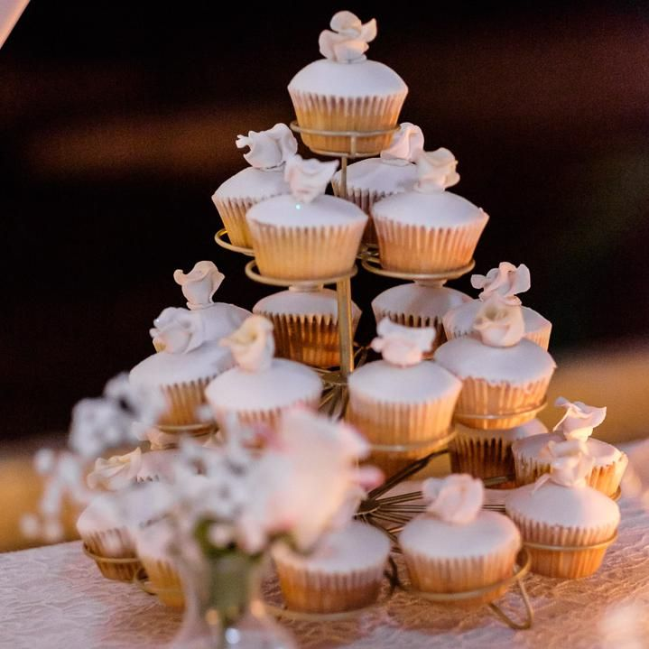 Cupcakes For Wedding Sweet Table Inspiration