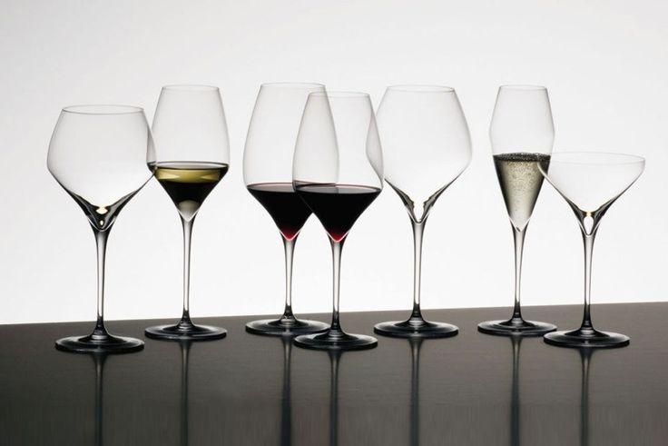 Δεν υπάρχουν καλά και κακά κρασιά. Υπάρχουν κρασιά σερβιρισμένα σε καλά και κακά ποτήρια. Ο Σίμος Γεωργόπουλος μας μυεί στο δικό του απόλυτο βίτσιο.