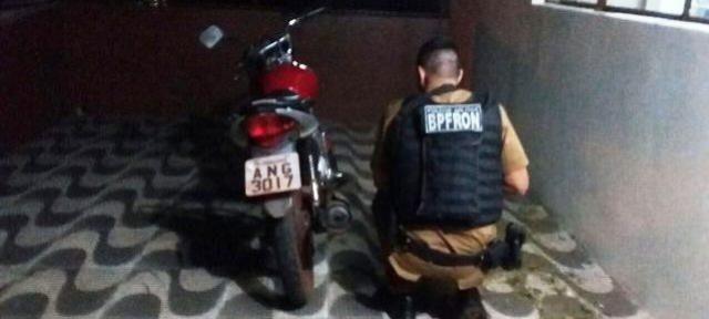 Polícia Militar através do BPFron recupera motocicleta roubada em Terra Roxa