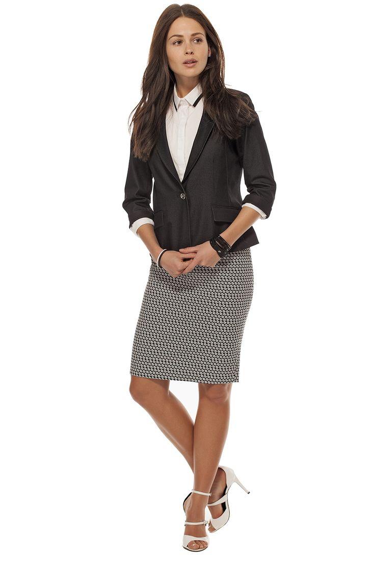 Veston court effet Denim /Denim look short jacket  https://www.tristanstyle.com/fr/femmes/vestons/veston-court-effet-denim/9/fv110c0714z/