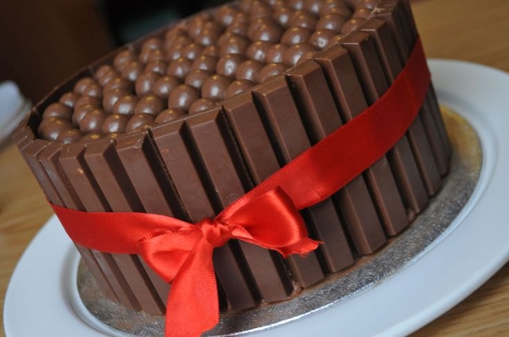Kitkat Maltesers Taart, daar hoef ik eigenlijk niet zo veel over zeggen.. Het is gewoon ontzettend lekker! Een explosie van chocolade!