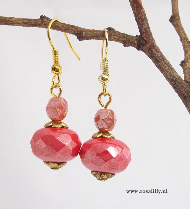 #handmade #cayenne #red #wedding #earrings. #handgemaakte #bruidsoorbellen #koraalrood. www.rosalilly.nl