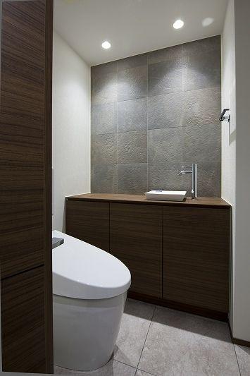 トイレ/バス事例:トイレ(大容量の収納スペースのある家(リノベーション))