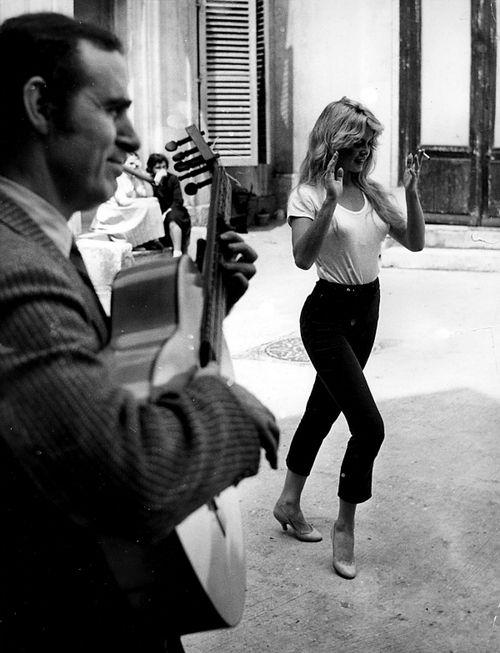 Brigitte Bardot in high waist ankle pants. Love the look.