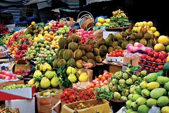Free things to do in Hanoi Vietnam - get up early and head to fresh food market