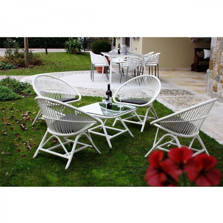 Set Solo. Set arredamento per giardino in alluminio formato da quattro poltroncine e un tavolino basso. Il set solo saprà arredare al tuo giardino, terrazza o portico in modo accogliente donando un tocco di luminosità grazie al suo colore bianco.