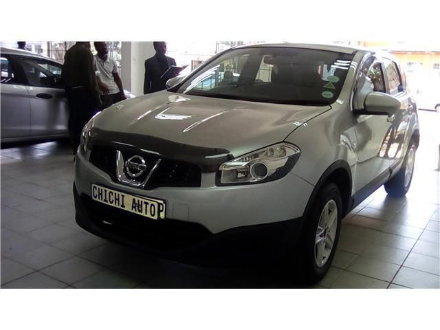 19-inch alloy wheels, LED headlights with auto levelling, silver roof rails, privacy glass, chrome-accented front fog lights and an intelligent key with keyless entry and push-button starting. The all-wh¬eel drive derivative also features ALL MODE 4x4Nissan Qashqai 1.6 VisiaPower -  81 kW @ 6000 rpmTorque -  154 Nm @ 4400 rpmEconomy - 7.1 l/100kmEmissions - 167 g/kmEmissions Rating - EU3Gears - 5 / FRONTAcceleration - 11.8 secondsTop Speed