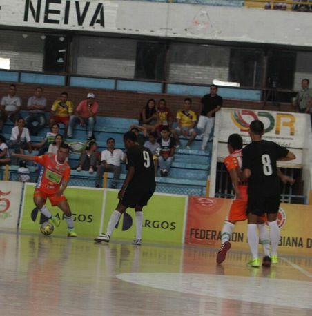Polémica y dramática clasificación en Neiva para #DeportivoLyon. Empató 4-4 frente a #UtrahuilcaFutsal y avanzó a cuartos de final. #FútbolRevolucionado