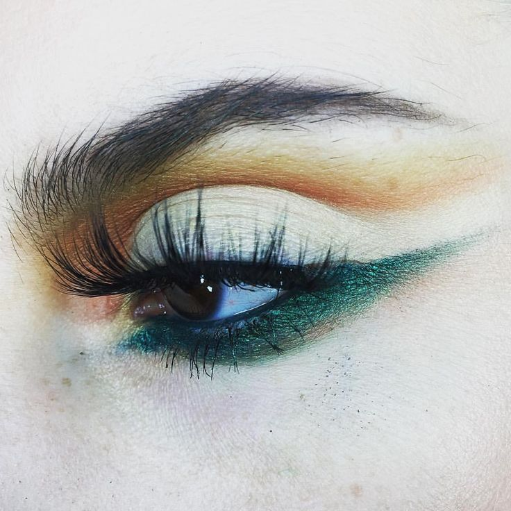 @risadexter created this gorgeous look using Fire Walker. We can't get enough of her eye looks! #blackmagiclashes