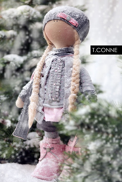 http://beautifulthings-tatcon.blogspot.com/ Tatiana Conne handmade doll