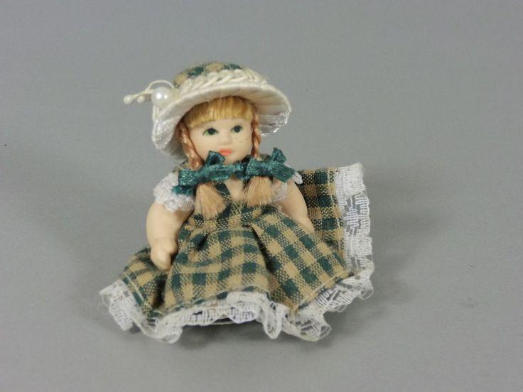 Maxi EI Bewegliche China Puppen 2002 Puppe Mit Grünem Kleid | eBay