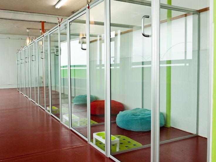 Nos gusta la transparencia y la idea de espacio diáfano que aporta, pero ¿no conllevará un problema de difícil mantenimiento y limpieza?