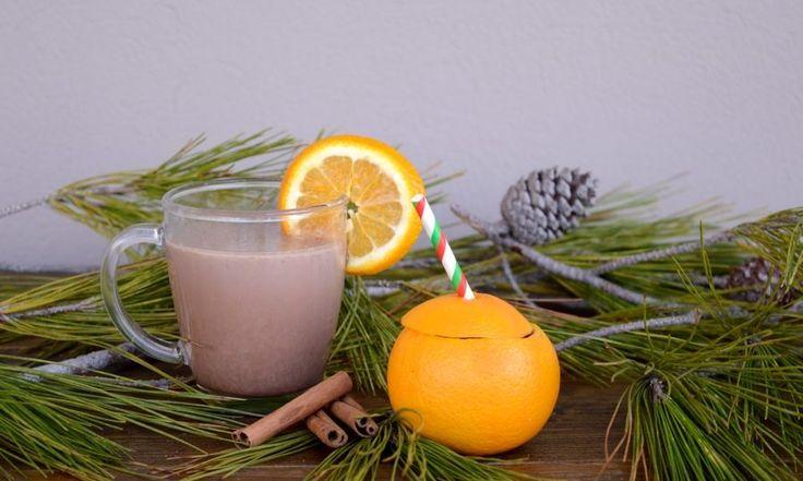 ΥΛΙΚΑ  -480 ml γάλα -4 ΚΣ στιγμιαίο ρόφημα κακάο Νesquik με Opti-Start -30 ml (1/2) χυμό πορτοκαλιού -3 – 4 φλούδες πορτοκαλιού -1 στικ κανέλας -1 πρέζα τζίντζερ σκόνη -2 ΚΣ λάδι καρύδας (προαιρετικά)