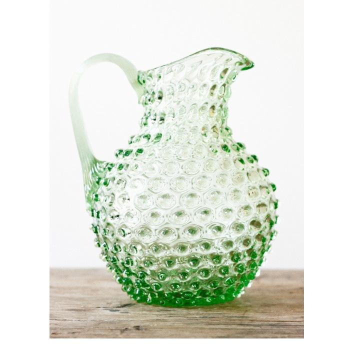 """Me gustan las esmeraldas, para esta primavera-verano es el color que han decidido que se """"lleva"""". Aprovechando la coyuntura me voy haciendo con estas cosas que me gustan. Jarra de agua- jarrón de cristal."""