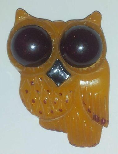 BAKELITE Carved Figural Laminated Bug Eye'd Owl Bird Brooch