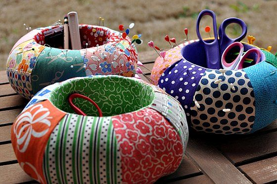Pin cushion caddies - with tutorial to customize the pattern found in Seams To Me: 24 New Reasons to Love Sewing
