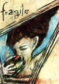 'Fragile'  -   Materia, corpo, una ragazza, Fragile, ambasciatrice di una generazione in un angolo dimenticato dal mondo, un luogo importante, un rifugio per ritrovarsi.  Fragile si presenta in un susseguirsi disomogeneo di immagini vivide che appartengono alla ritualità della sua vita, azioni necessarie a farla sentire viva in un stato di fibrillazione continua e consapevole, alla ricerca del disequilibrio per trovare verità.  Fragile è femmina, Fragile è fibrillazione, Fragile è per…