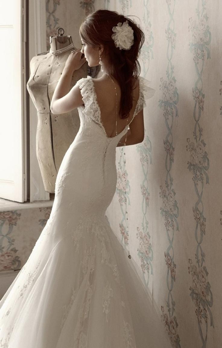 Wedding Dress Wednesday: Elizabeth Stockenstrom - WeddingThingz