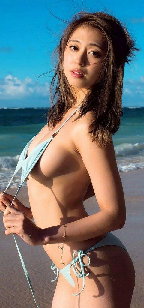 モデル大川藍、菊地亜美におっぱい揉まれまくる!めっちゃ柔らかそうな乳房してるな・・・ | 動ナビブログネオ