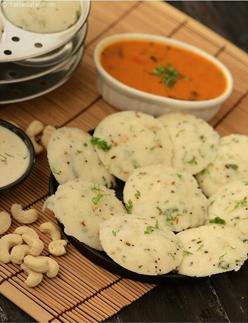 Sooji Idli, is sure to please you with its soft and fluffy texture and interesting flavour. The addition of curds gives the idlis a slight sourness akin to traditional fermented batter, while coriander and the tempering boost its taste further.