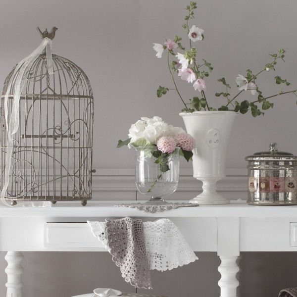 Cages and flowers make it vintage