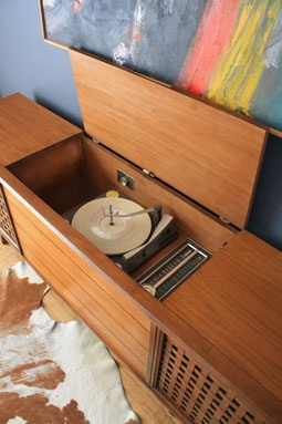 Vintage Stereo Console. Record Player, Radio U0026 Speakers All In A Piece Of  Furniture