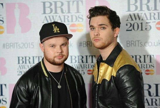 BRITS 2015 - #ROYALBLOOD / #JIMMYPAGE (#LEDZEPPELIN)  Led Zeppelin's Jimmy Page compares Brit Award winners Royal Blood to his own band.  The duo from #Brighton were first time nominees and winners at last night's event, taking home British Group.  Jimmy, who presented Royal Blood's #BenThatcher and #MikeKerr with their Brit, says they are like Led Zeppelin.  Posted on: Thursday 26th February 2015, 11:06 AM  Source: CI4TKS™ - The Ticket Search Engine! www.EntertaimmentNe.ws   Author: Click…