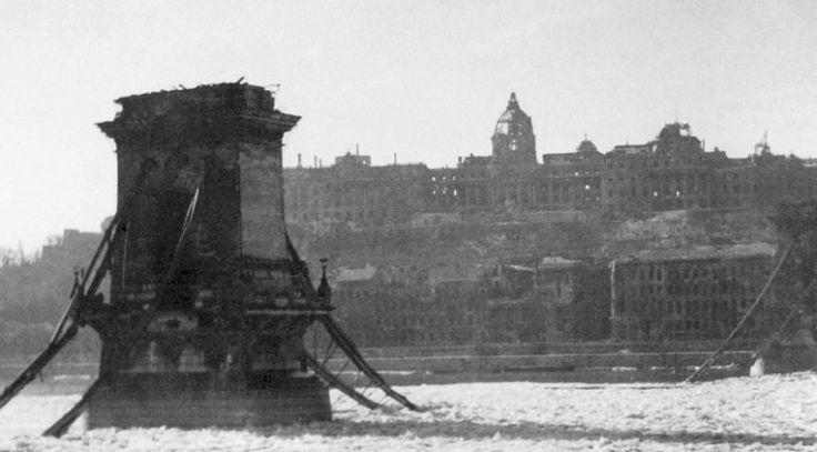 Budapest destroyed in 1945