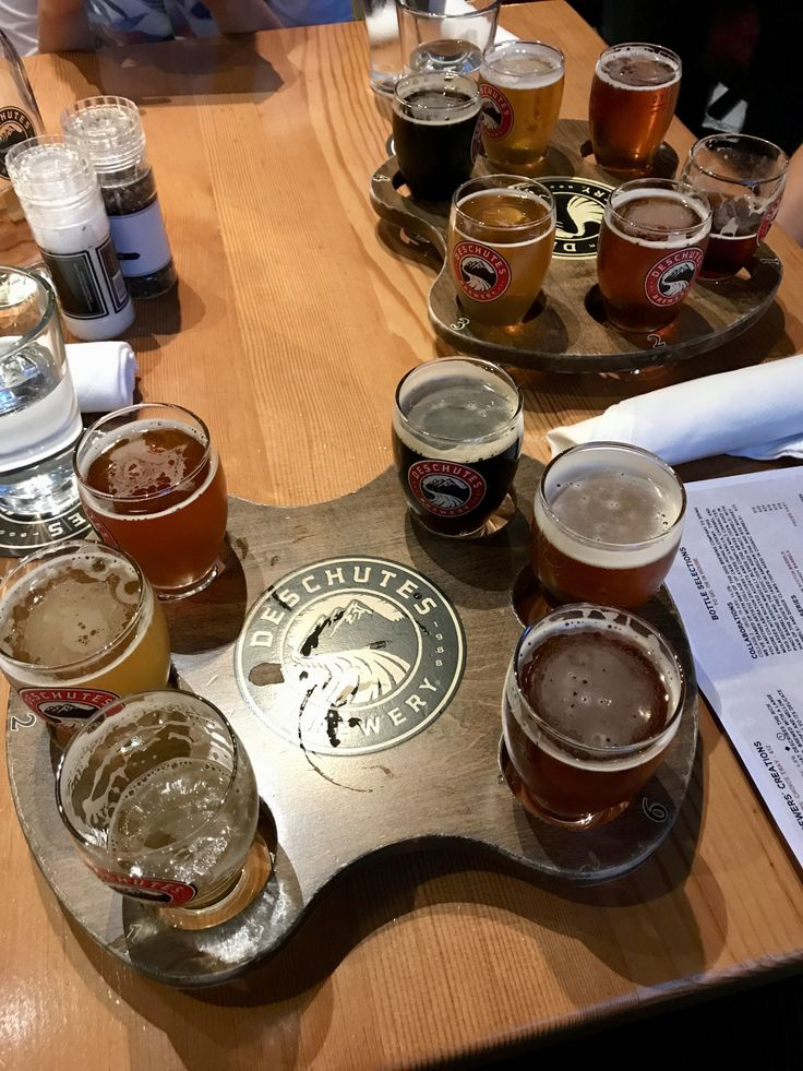 Classic and Brewer's Choice Sample Trays @Deschutes Brewery Public House (Portland, OR)