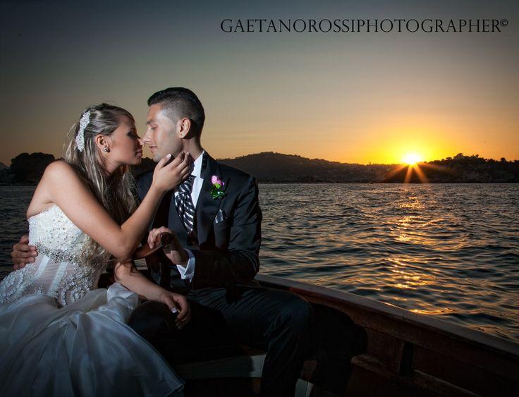 Sposi in Barca , Tramonto , Matrimonio