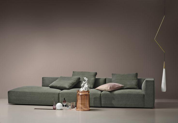 Store   Juul - Modern design och Dansk kvalitet Juul101 är en modern soffa med lounge-känsla. Den finns att få i tyg eller läderklädsel som är en avtagbar klädsel som fästes med kardborrband och har domestic tyg under.  Juul101 är en modulsoffa vilket betyder att du kan skapa den hur du vill. Kanske vill du ha en soffa med en divan eller med fotpall? Alla kuddar som finns till denna soffmodell har zip-stängning så du enkelt kan rengöra dem. Berika ditt vardagsrum på ett dynamiskt sätt med…