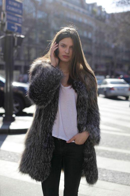 #BiancaBalti throwing some stunning around #offduty in Paris.