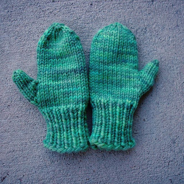 Knitting Mitten Pattern : Easy-Knit Mittens Knitted Projects. Pinterest