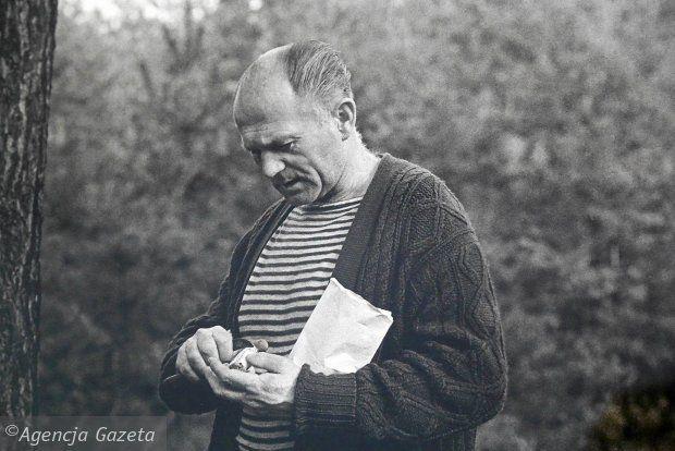 http://bi.gazeta.pl/im/da/8f/11/z18414042Q,Bohumil-Hrabal---zdjecie-z-wystawy--Magiczny-swiat.jpg